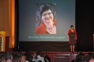 monika-herbstrith-lappe-buehne